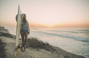 014-Surf-woman
