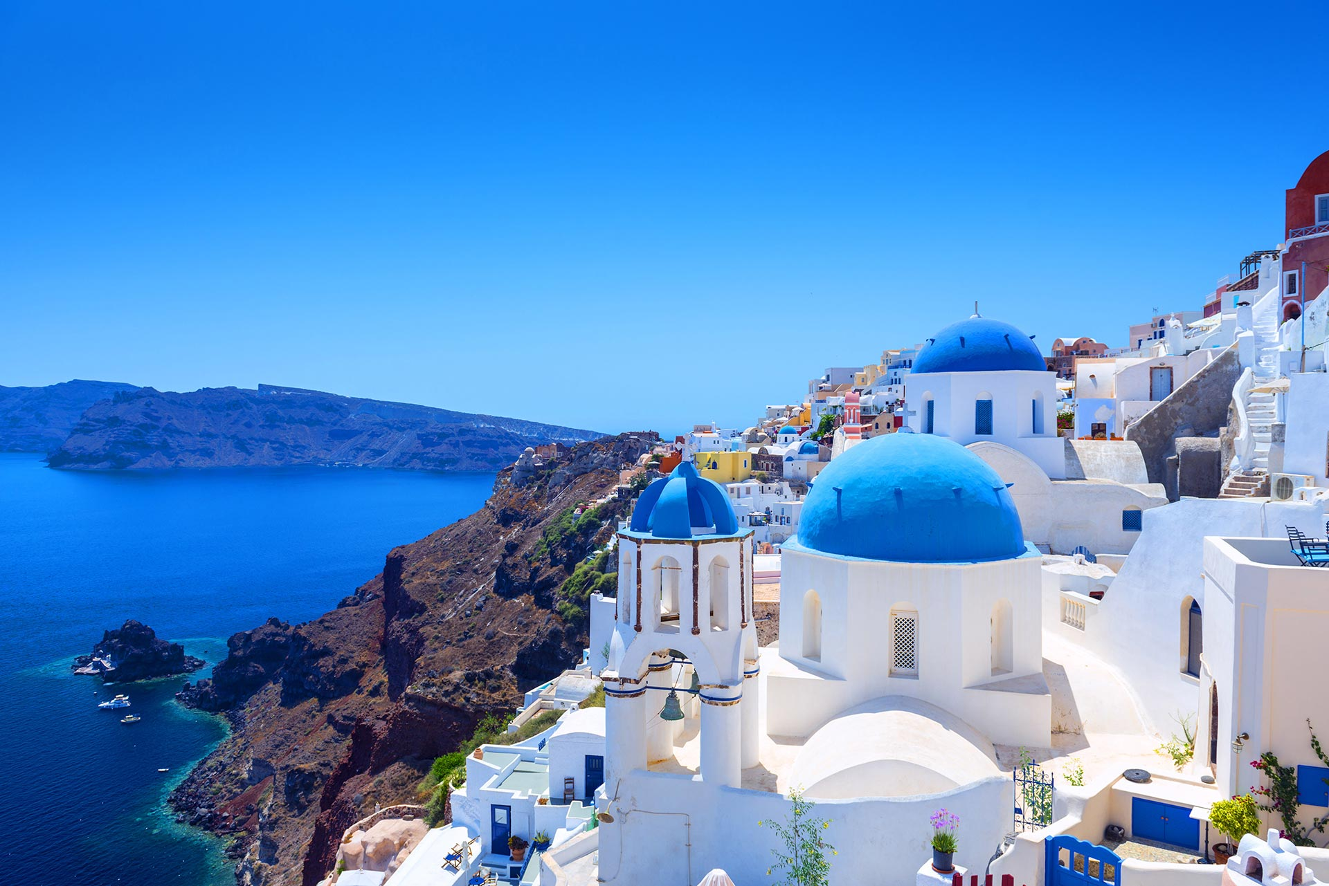 FIND A PLACE AND GET LOST: A SUMMER IN SANTORINI